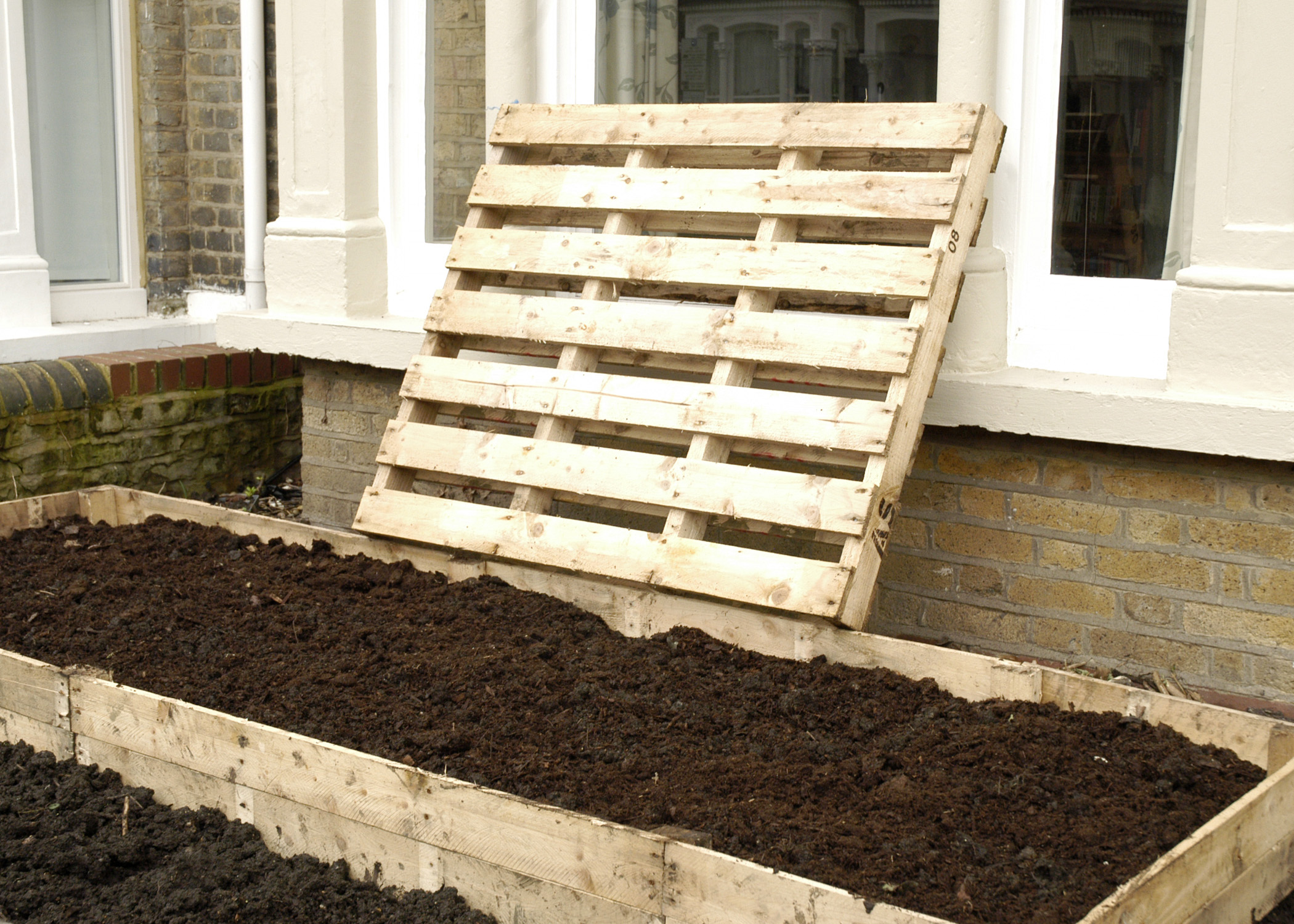 Making Raised Garden Beds Out Of Pallets