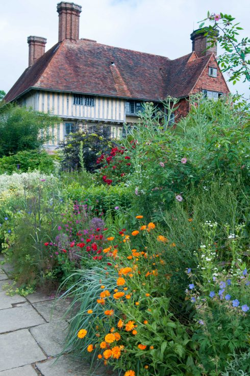 Long border with house as backdrop at Great Dixter June 2016